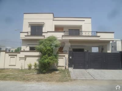 1 Kanal Corner House For Sale