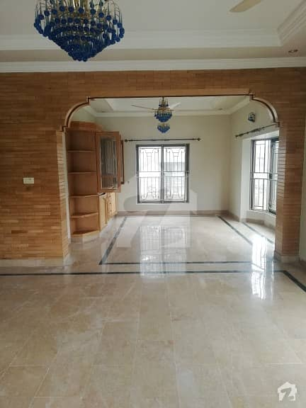 500 Sq Yard Beautiful House Is Up For Rent In F7 Islamabad