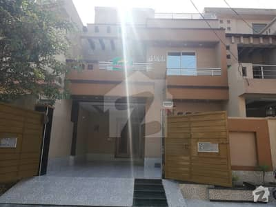 Designer 8 Marla Brand New Exclusive House For Sale