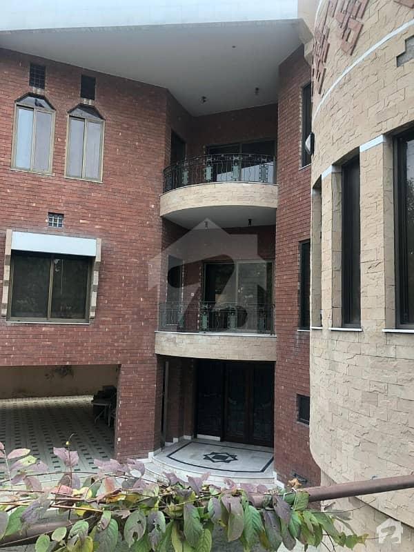 فالکنز انکلیو کینٹ لاہور میں 4 کمروں کا 1. 6 کنال مکان 20 کروڑ میں برائے فروخت۔