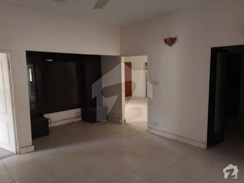 Investor Deal 3 Bed Rooms Apartment For Sale Small Complex