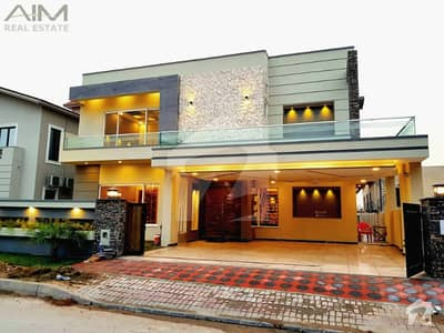 Luxury 1 Kanal Designer House For Sale With Spacious Rooms