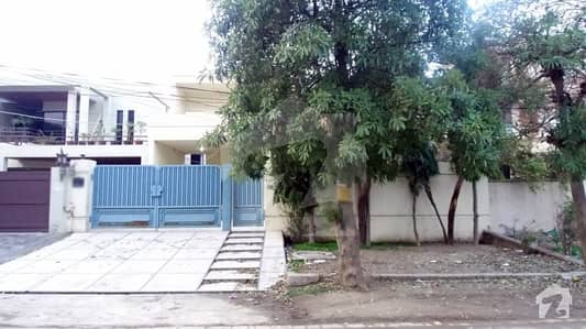 1 Kanal Commercial House For Rent On 65 Feet Road
