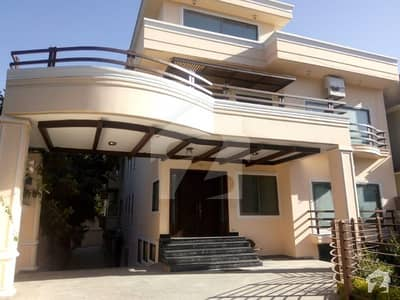 1000 Sq Yd 50x180 8 Bedrooms Triple Storey Almost New House