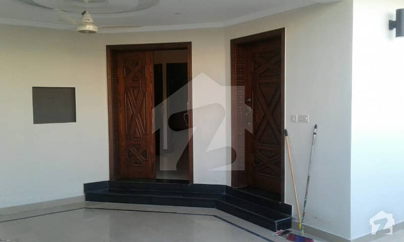 Luxurious Solid Boulevard 10 Marla House For Sale In Phase 3