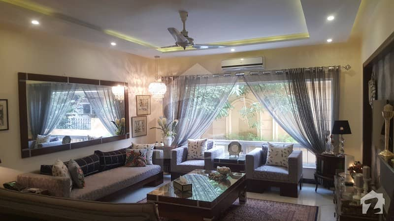 F-11/3 Ambassador Level House Sized 666 Sq  Yards 6 Bedrooms 16 Crores