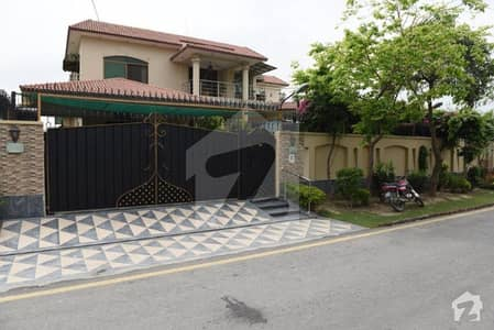 2 kanal selfconstructed Stunning Bungalow in phase 8 DHA Lahore