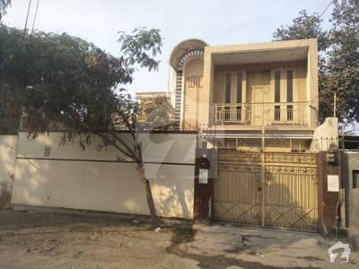 10 marla double storey house at excellent main location
