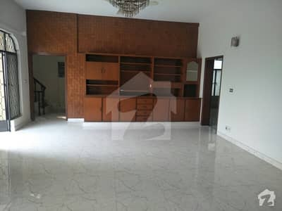Cavalry 1 Kanal 5 Bedrooms House Urgent Sale !