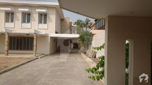 Good Location Corner Bungalow 1000 Sq Yard For Sale