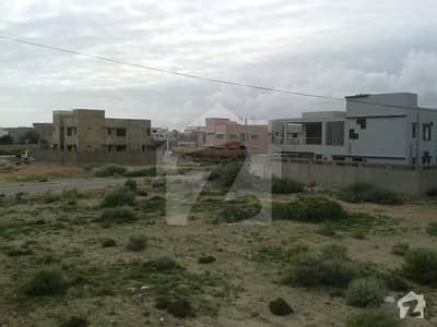 600 Sq  Yards Residential Plot Near Ali Masjid Available For Sale