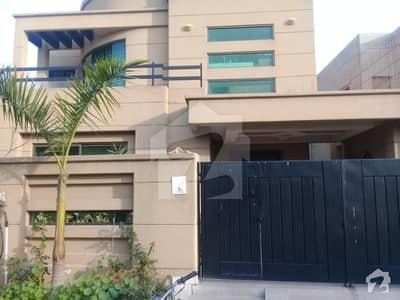 ڈی ایچ اے فیز 8 - بلاک این ڈی ایچ اے فیز 8 ڈیفنس (ڈی ایچ اے) لاہور میں 4 کمروں کا 10 مرلہ مکان 55 ہزار میں کرایہ پر دستیاب ہے۔