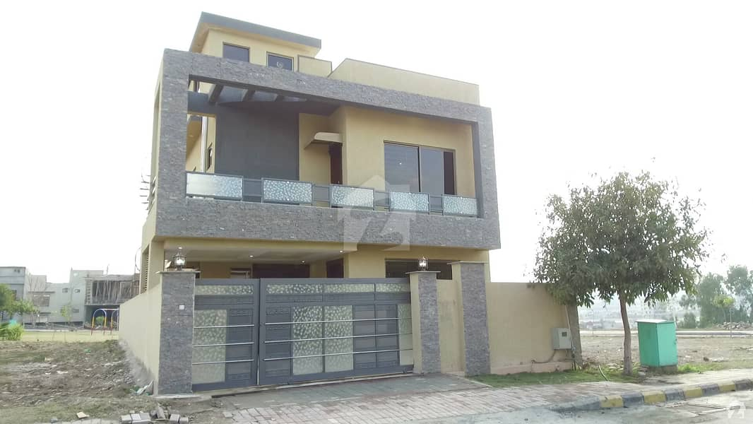 A Good Location 10 Marla Brand New House Available For Sale Back Open Park