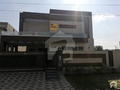 1 KANAL PROPER DOUBLE UNIT BUNGALOW NEAR PARK IS AVAILABLE ON 80 FEET ROAD IN STATE LIFE HOUSING SOCIETY