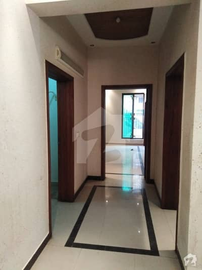 (SEPRATE GATE) 2,KANAL BEAUTIFUL UPPER PORTION IS AVAILABLE FOR RENT IN RAVENU SOCIETY BLOCK B NEAR HAKAM CHOK
