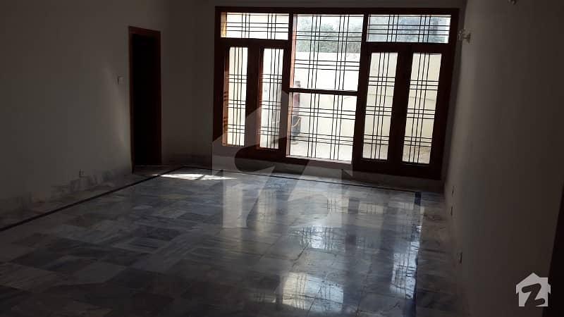 یونیورسٹی ٹاؤن پشاور میں 9 کمروں کا 1 کنال مکان 1.1 لاکھ میں کرایہ پر دستیاب ہے۔