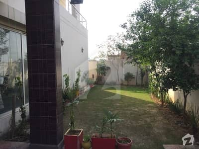 1 Kanal Slightly Used Luxury Bungalow  For Sale