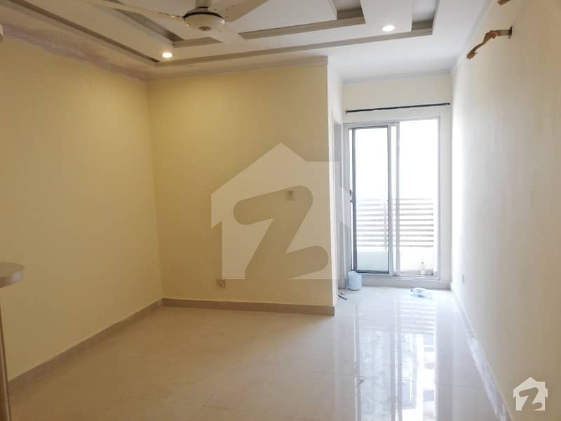 بحریہ ٹاؤن ۔ سوِک سینٹر بحریہ ٹاؤن فیز 4 بحریہ ٹاؤن راولپنڈی راولپنڈی میں 1 کمرے کا 3 مرلہ فلیٹ 32 لاکھ میں برائے فروخت۔