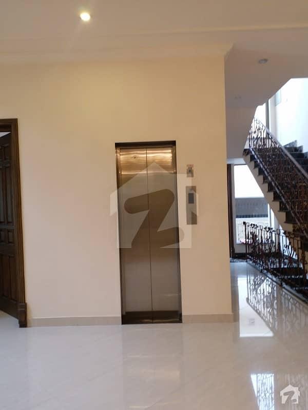 ایف ۔ 7 اسلام آباد میں 9 کمروں کا 2 کنال مکان 30 کروڑ میں برائے فروخت۔