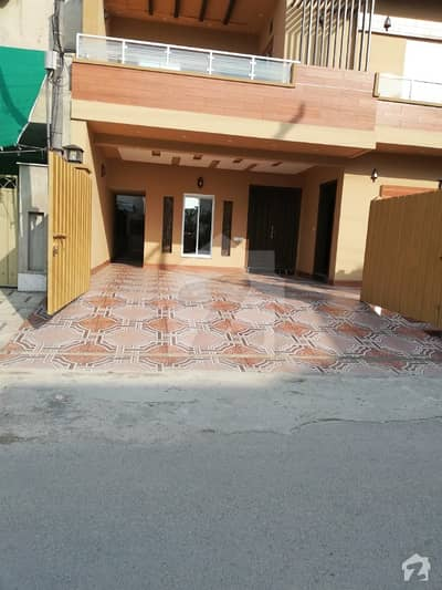 10 Marla Brand New Luxurious House For Sale