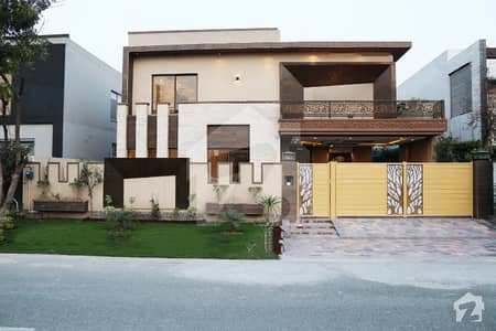 Modern Design 1 Kanal Elegant Bungalow For Sale