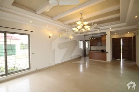 Separate  Gate 1 Kanal Royal Place Out Class Modern Luxury Upper Portion For Rent In DHA Phase V