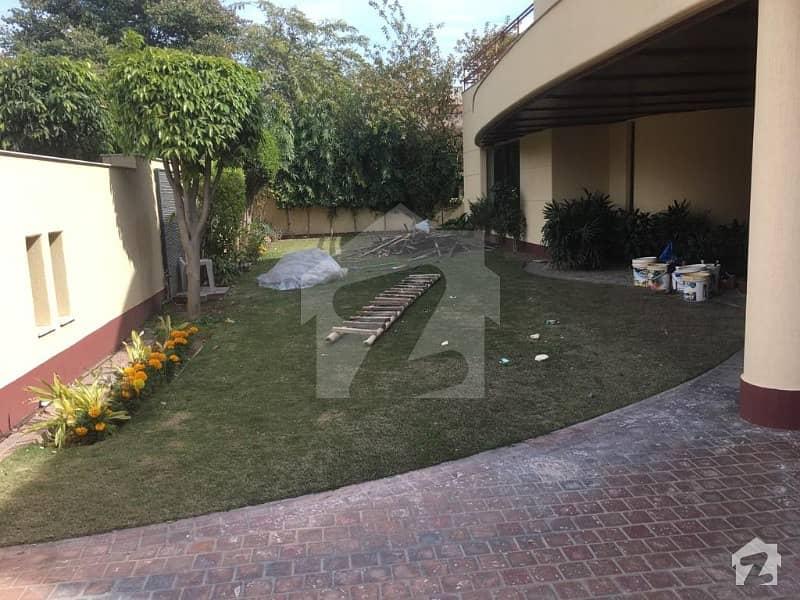 سرور کالونی کینٹ لاہور میں 5 کمروں کا 1.6 کنال مکان 3.25 لاکھ میں کرایہ پر دستیاب ہے۔