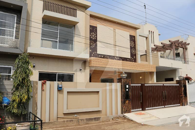 Near Main Road 10 Marla Beautiful Luxury House For Sale