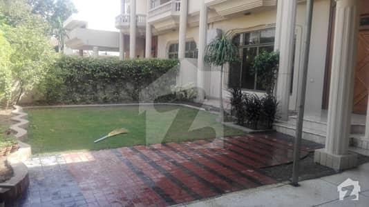 1 Kanal 4 Bedroom Prope Double Unit TV lounge Kitchen Servant Quarter near to Shami Road  Fotress Stadium
