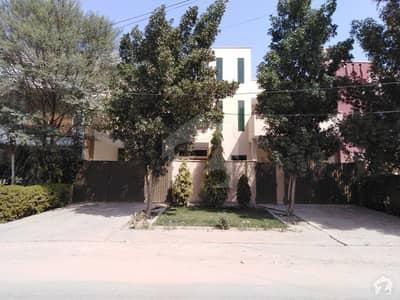 صادق کالونی بہاولپور میں 7 کمروں کا 10 مرلہ مکان 85 ہزار میں کرایہ پر دستیاب ہے۔