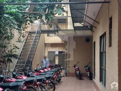 Boys Men Hostel With Full Facilities In Model Town