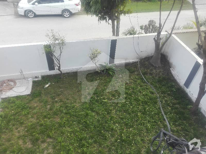 10 marla 3 bed rooms Bangla for sale