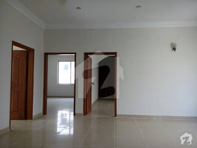 350 yard 5 room Good Location Secure heart of Clifton DHA