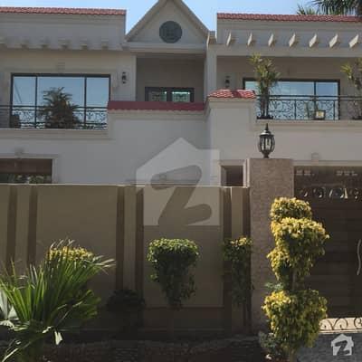 پی جی ای سی ایچ ایس فیز 1 پنجاب گورنمنٹ ایمپلائیز سوسائٹی لاہور میں 6 کمروں کا 1.05 کنال مکان 4 کروڑ میں برائے فروخت۔