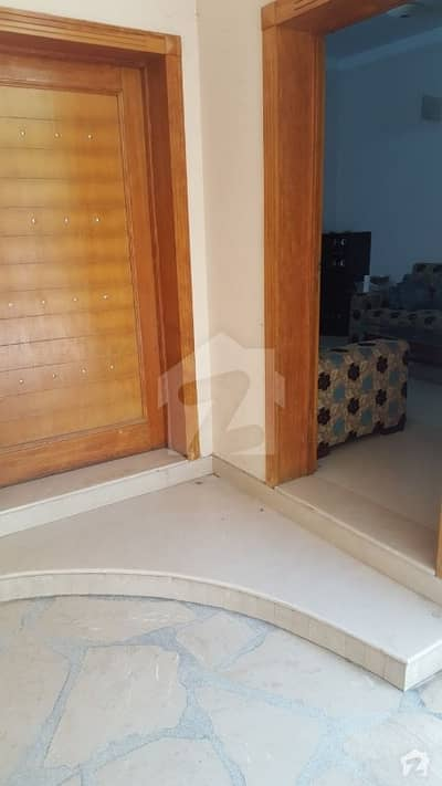 10 Marla Portion For Rent In Gulberg 3 For Family