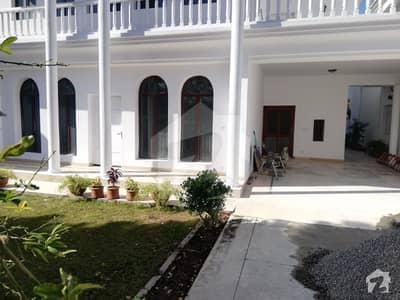 F 7 EXCELLENT DOUBLE STORY HOUSE 5 BEDROOMS MARBLED FLOORING Rs 2 lac