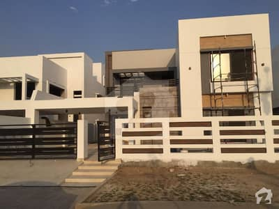 1 Kanal Luxurious House Available For Sale