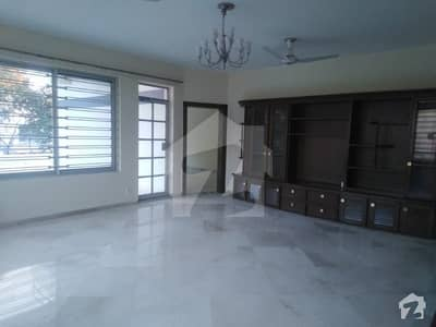 F6 FULLY RENOVATED 04 BEDROOM COMPACT HOUSE WITH BEAUTIFUL GARDEN ONLY FOR FOREIGNERS OR MULTINATIONALS