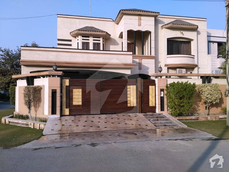 1 Kanal Corner Double Storey With Swimming Pool Bungalow For Urgently Sale