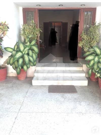ڈی ایچ اے فیز 2 ڈی ایچ اے کراچی میں 6 کمروں کا 1.6 کنال مکان 9.95 کروڑ میں برائے فروخت۔
