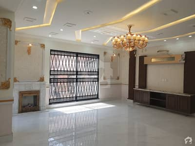 2 Kanal Near Park Solid Construction Luxury House Very Hot Location