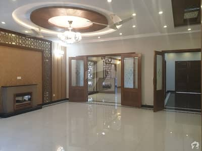18 Marla Near Park Market Main Boulevard Solid Construction Luxury House Very Hot Location