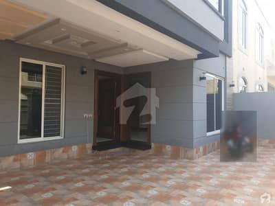 9 Marla Near Park Market Main Boulevard Solid Construction Luxury House Very Hot Location