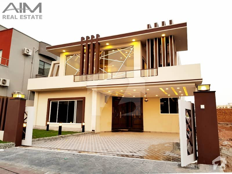 Luxurious 1 Kanal Designer House With A Large Decorated Lawn