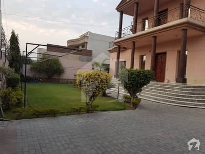 2 Kanal House Available For Rent In Raza Garden Canal Road Faisalabad.  Can Be Used For Commercial Purpose.
