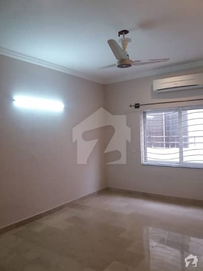 E-11 Beautiful 3 Bedroom 3 Bath Tvlounge Kitchen DD Available For Rent