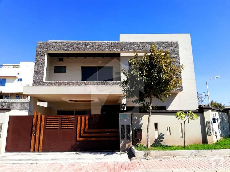 14 Marla Corner House At Amazing Location