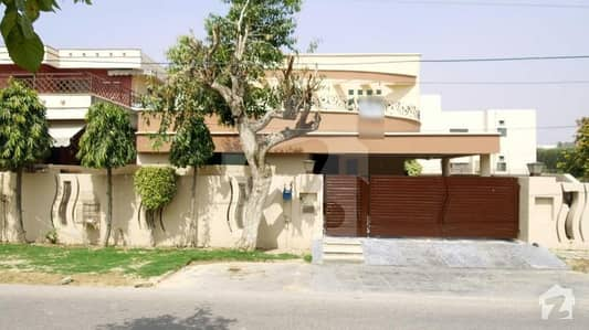 One Kanal Well Maintained Bungalow Located Near Y And Z Market Must Once Visit Prime Location