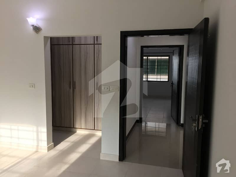 Askari 11 Lahore 3 Bed Room Apartment On 1st Floor Is For Sale Near To Mosque And Main