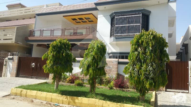 گلستانِِ جوہر ۔ بلاک 15 گلستانِ جوہر کراچی میں 8 کمروں کا 16 مرلہ مکان 4.65 کروڑ میں برائے فروخت۔